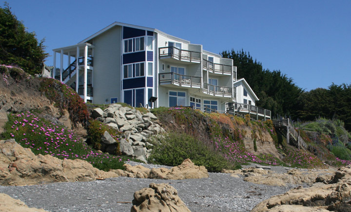 In Northern California S Lost Coast Region The Surf Rolls Before You Just Steps From Your Oceanfront Room Or Suite All Rooms Have Very Private